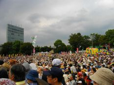 800px-Anti-Nuclear_Power_Plant_Rally_on_19_September_2011_at_Meiji_Shrine_Outer_Garden_03-11